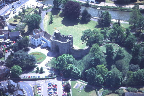 Tonbridge Castle from the air. The original motte is to the right of the later Gatehouse